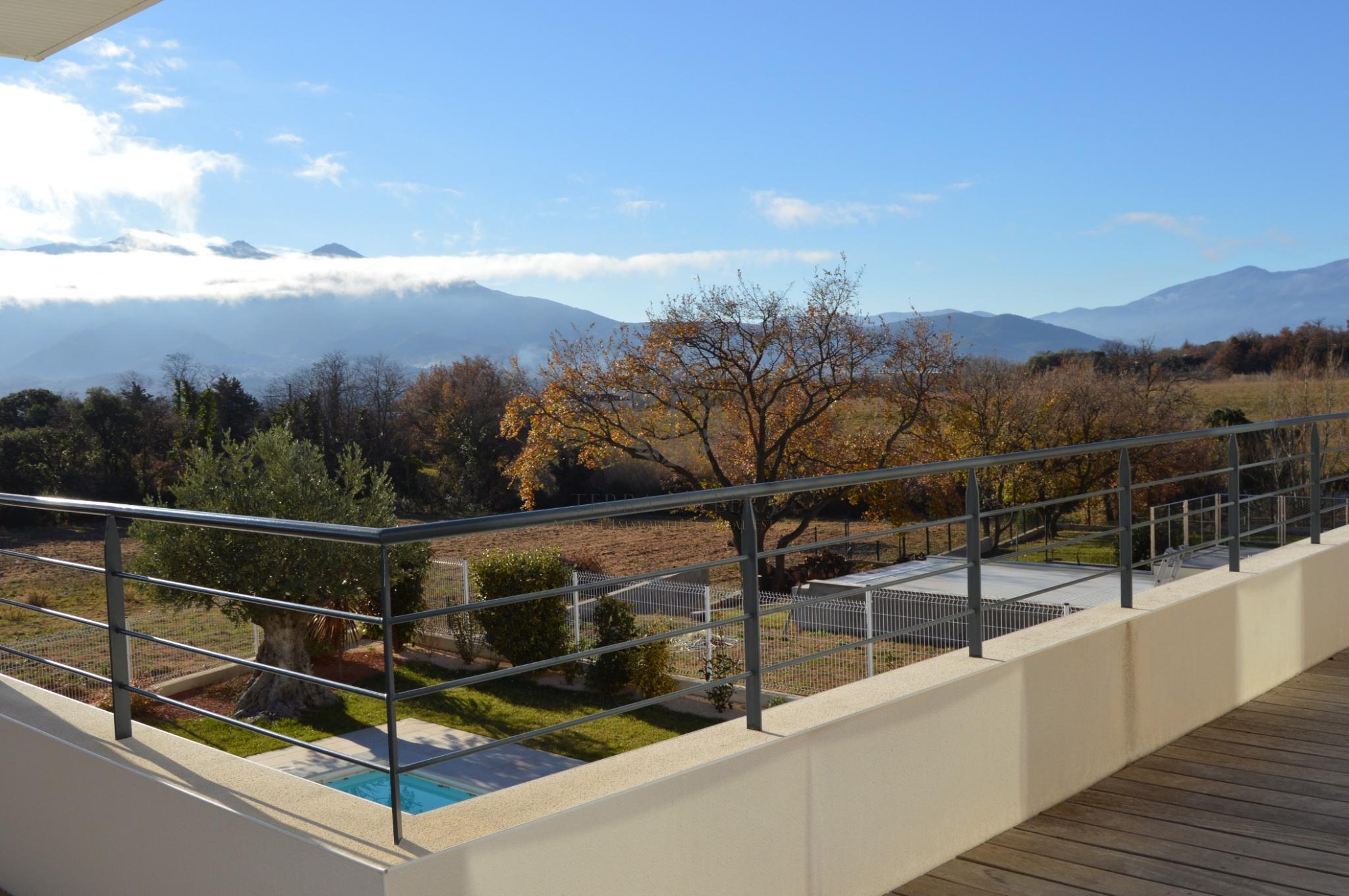 Vente moderne villa avec piscine for Villa moderne avec piscine